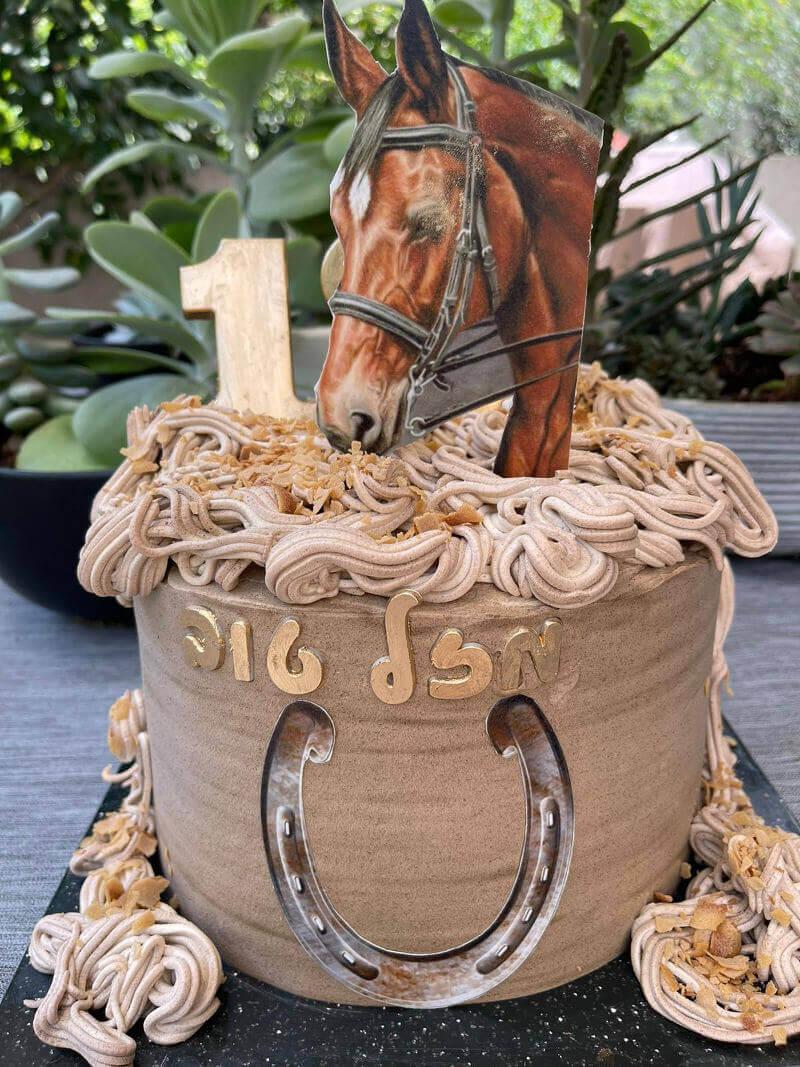 עוגה מעוצבת עם סוס