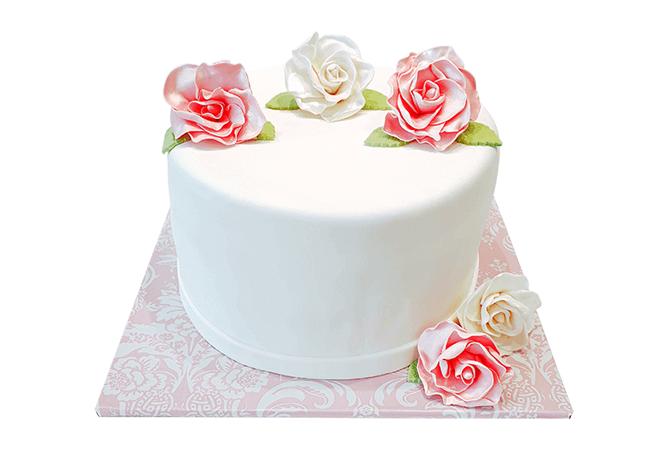 עוגה מעוצבת עם פרחים לאשה
