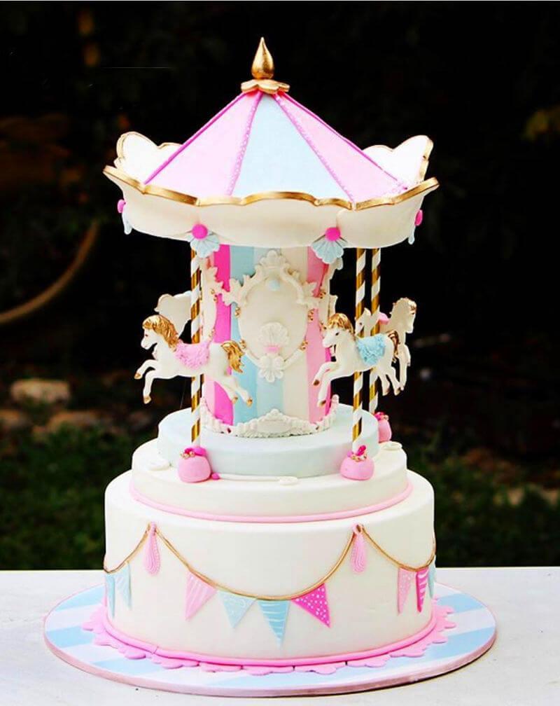עוגה מעוצבת קרוסלת סוסים