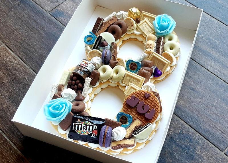 עוגה מעוצבת בצורת 8