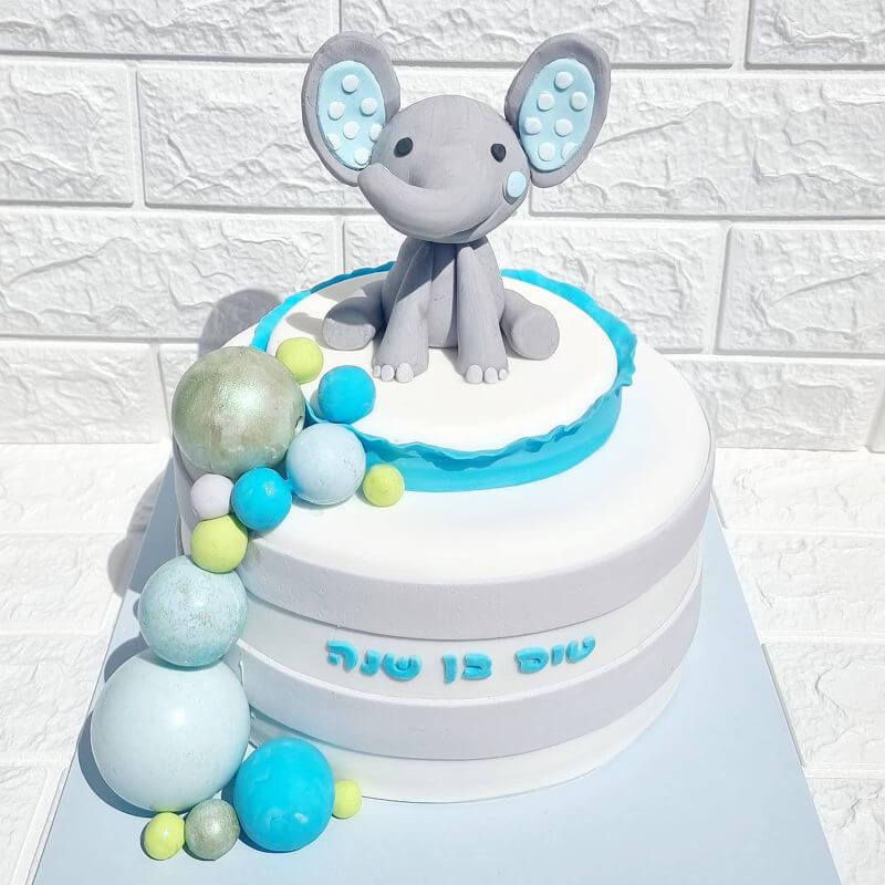 עוגה עם פיל מבצק סוכר