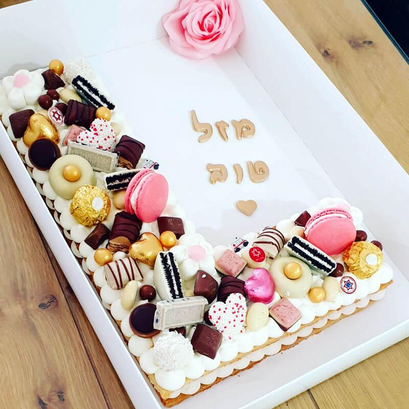 עוגת אותיות וממתקים