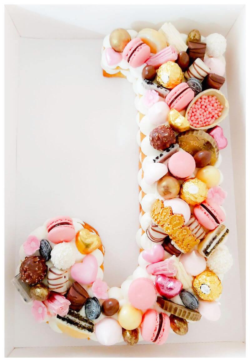 עוגת אותיות ושוקולדים