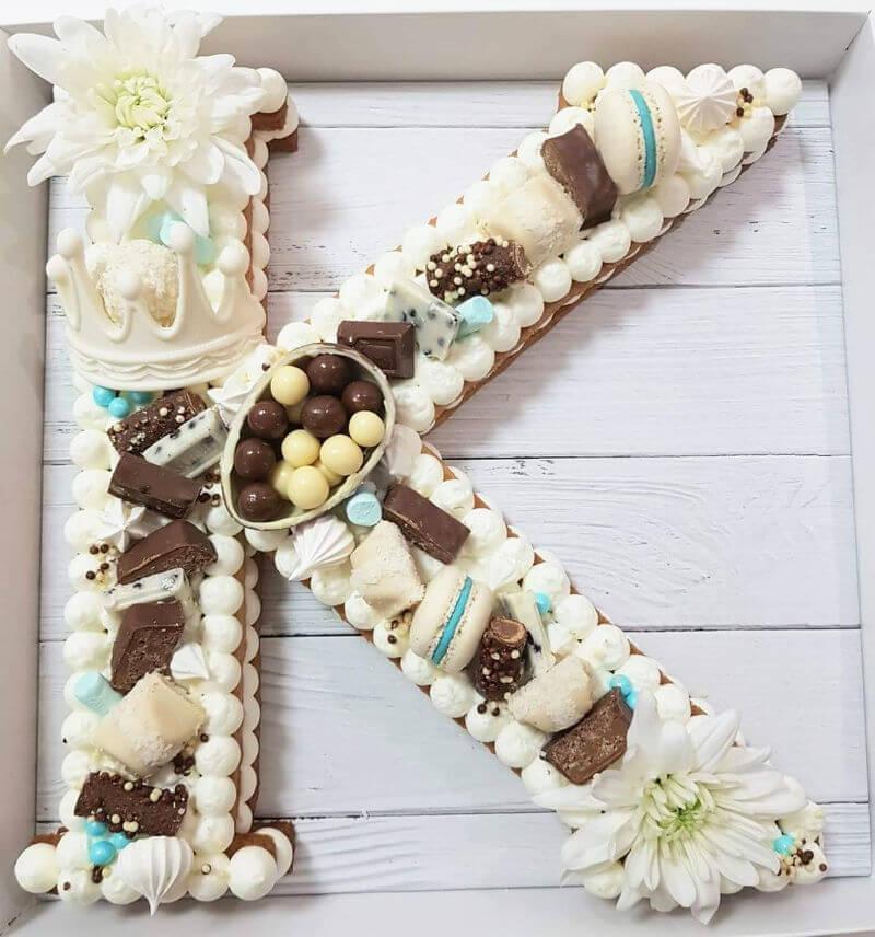 עוגת אותיות מבצק פריך שקדים קרם ושוקולדים