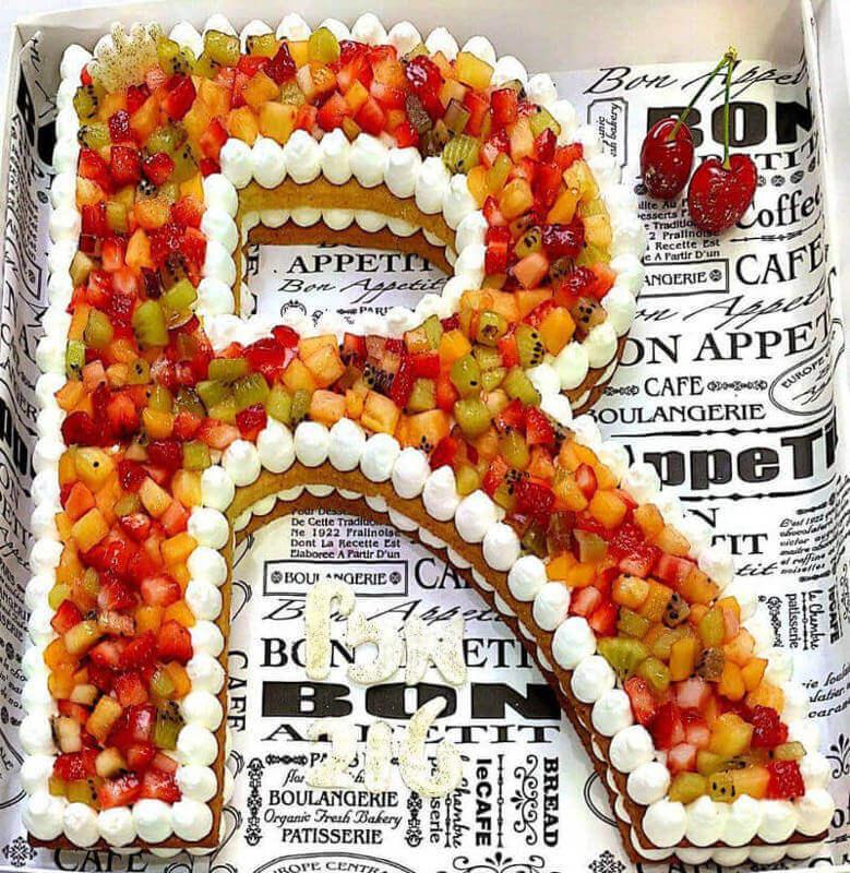 עוגת אותיות מבצק פריך שקדים עם קרם ומלא פירות