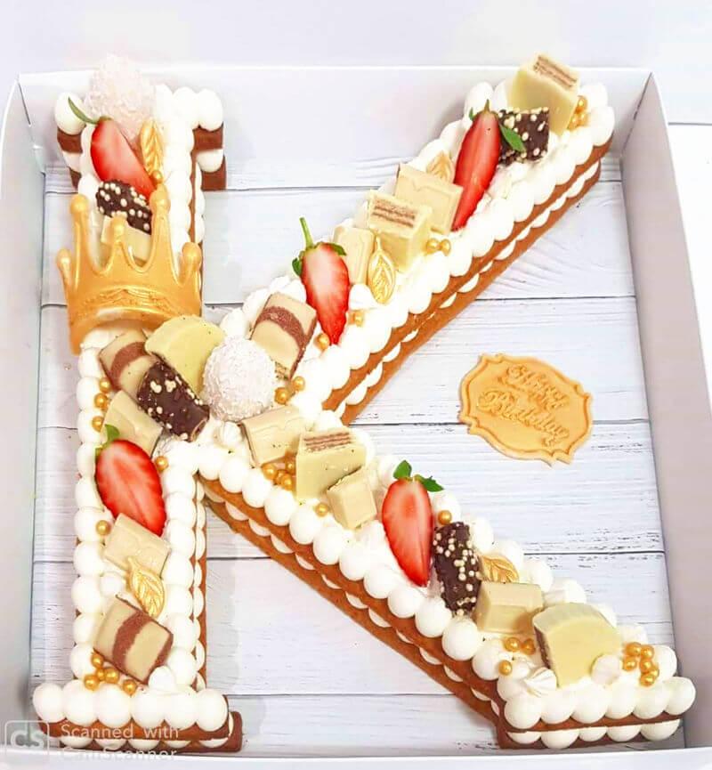 עוגת אותיות עם קרם מסקרפונה שוקולדים ופירות