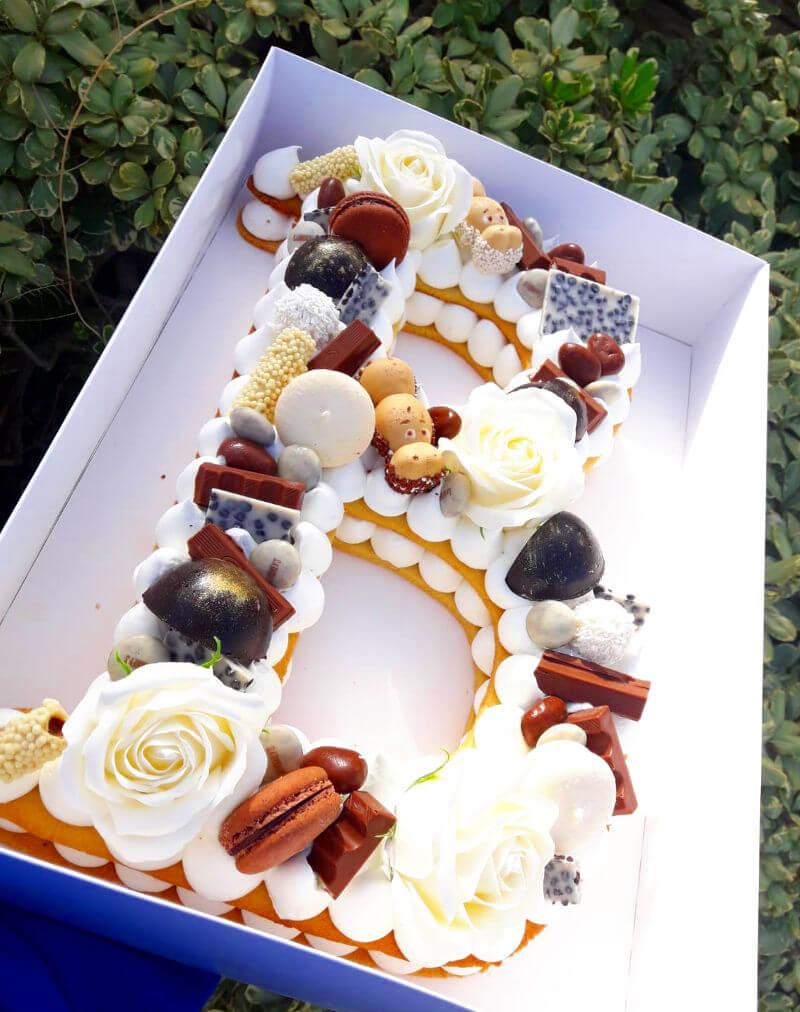 עוגת אותיות עם שוקולדים
