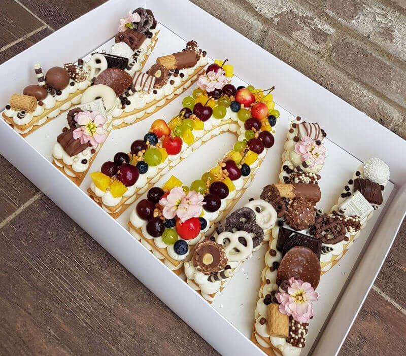 עוגת אותיות פירות ושוקולדים לאמא