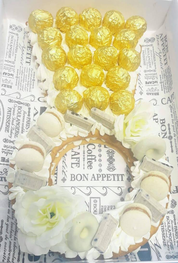 עוגת אירוסין מבצק פריך וקרם בצורת טבעת