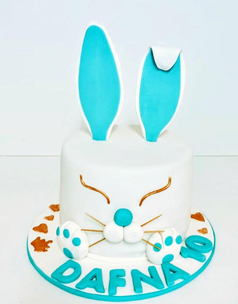 עוגת ארנב מעוצבת מבצק סוכר