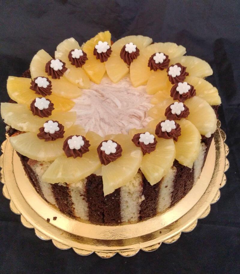 עוגת קרם באווריה ופירות