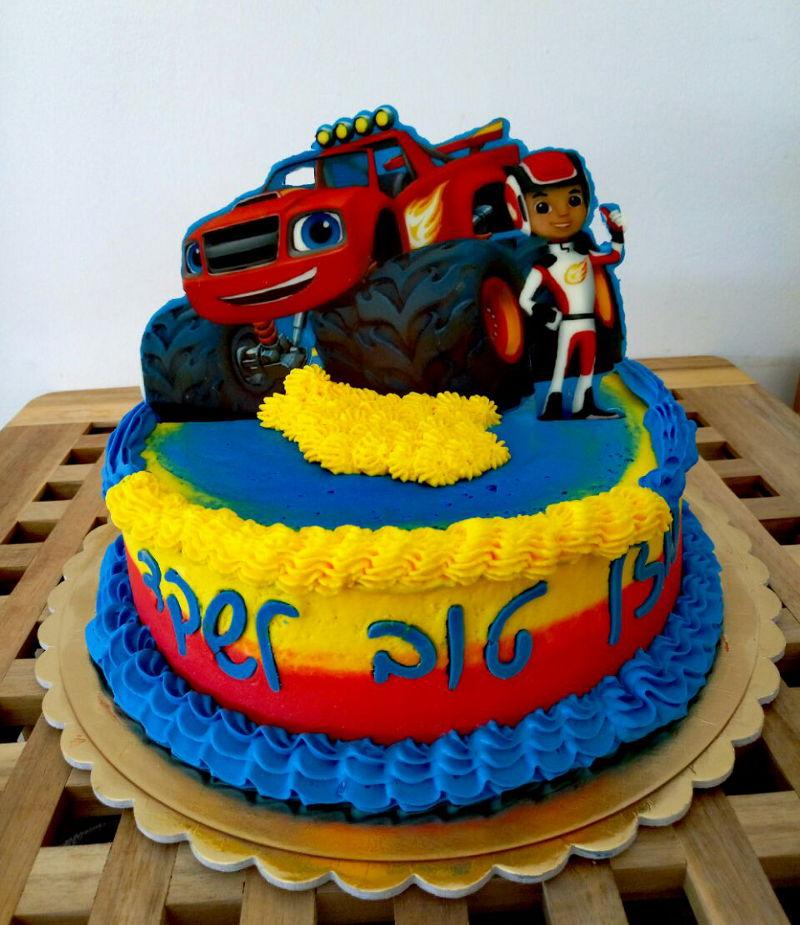 עוגת בלייז ומכוניות הענק