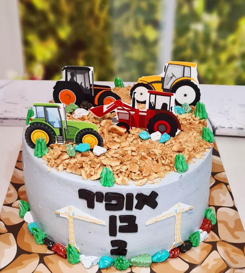 עוגת אתר בניה עם מכוניות וטרקטורים