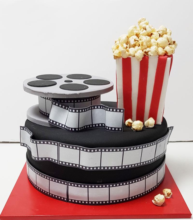 עוגת בצק סוכר מיוחדת מהסרטים