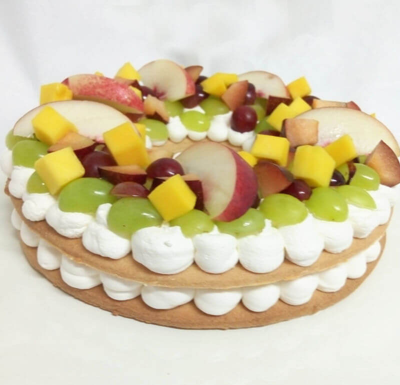 עוגת בצק פריך ופירות טריים