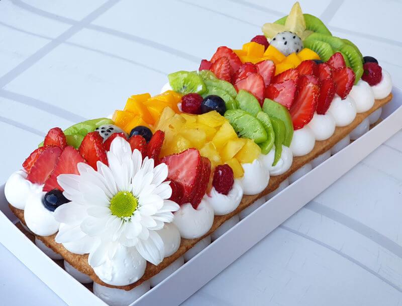 עוגת פס בצק פריך ופירות טריים