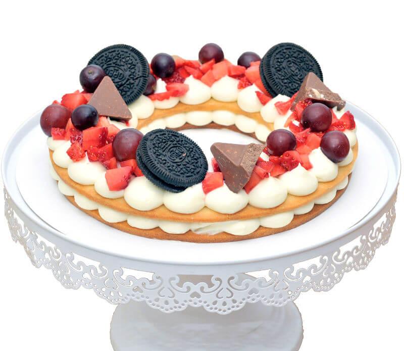 עוגת בצק פריך עם קרם ופירות עגולה