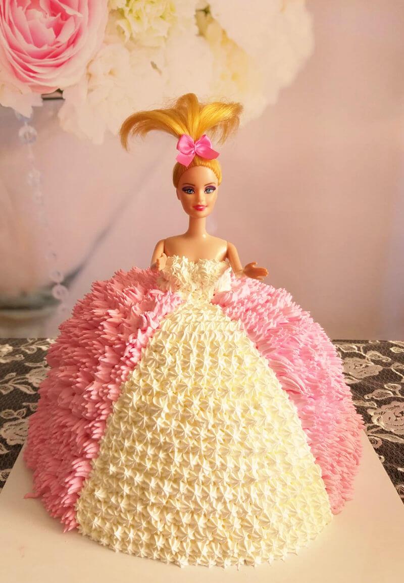 עוגת ברבי מעוצבת