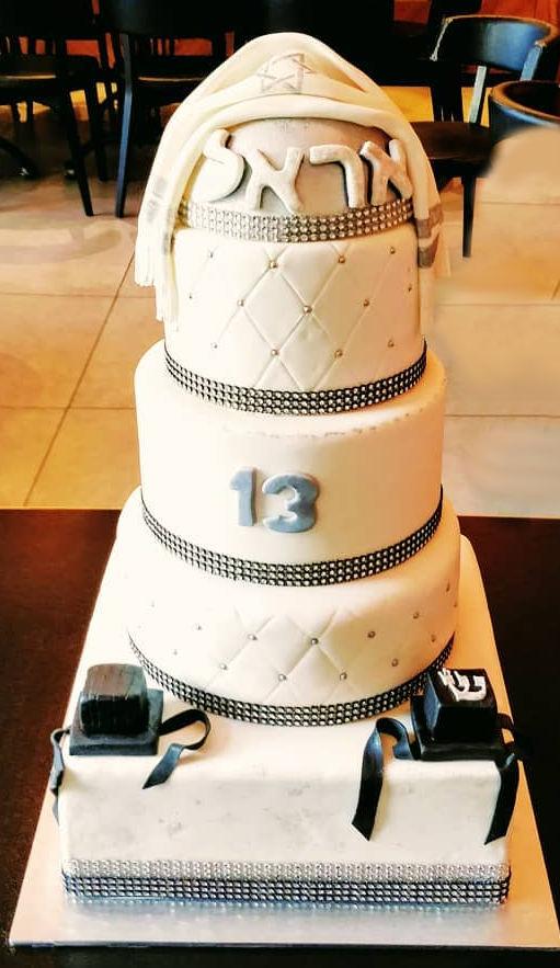 עוגת בר מצווה מפוארת מבצק סוכר