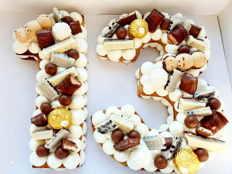 עוגת בר מצווה עם שוקולדים