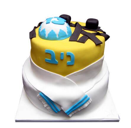 עוגת בר מצווה עם תפילין וכיפה מבצק סוכר
