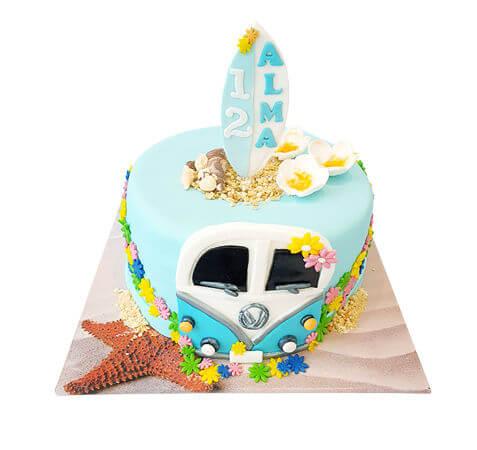 עוגת בת מצווה בעיצוב גלשן בים