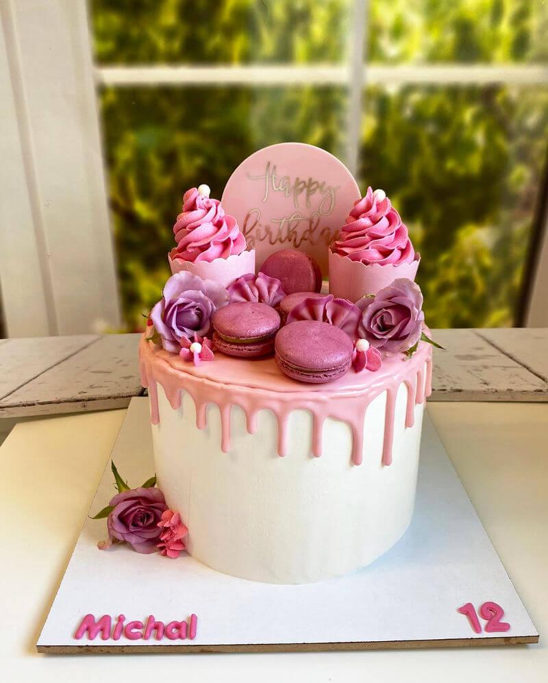 עוגת בת מצווה מעוצבת מבצק סוכר