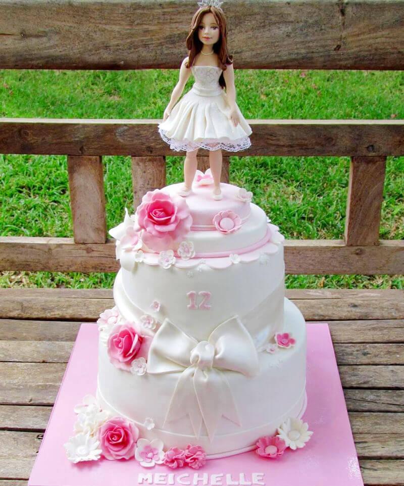 עוגת בת מצווה מפוסלת מבצק סוכר