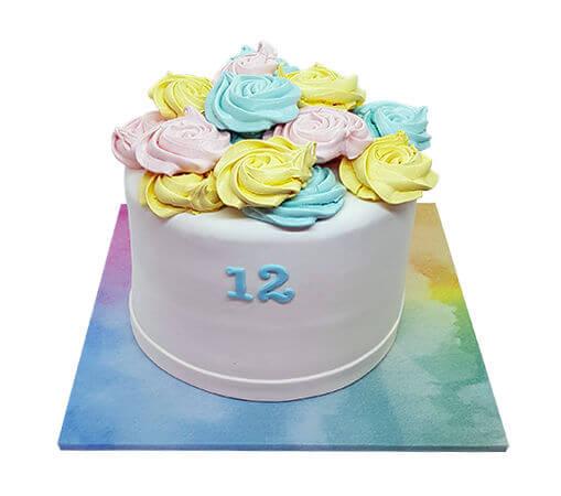 עוגת בת מצווה מעוצבת פרחונית