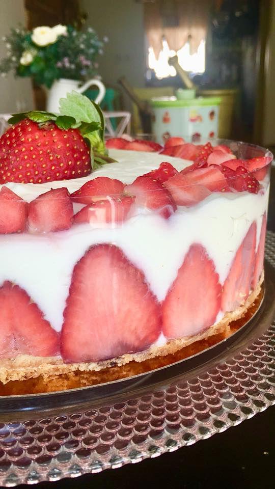 עוגת גבינה בעיטור תותים