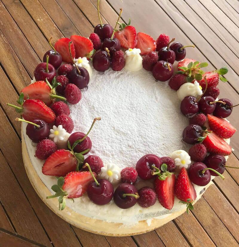 עוגת גבינה ופירות אדומים