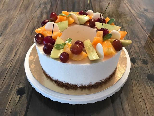 עוגת גבינה ופירות טרופיים