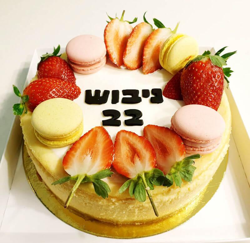 עוגת גבינה ותותים ליום הולדת