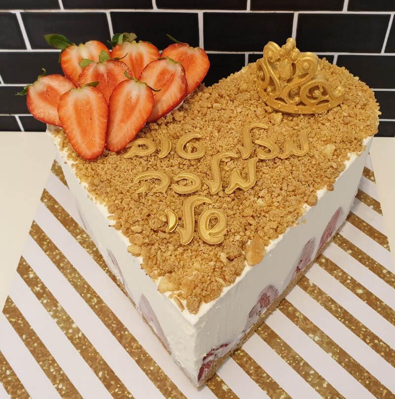 עוגת לב גבינה ותותים