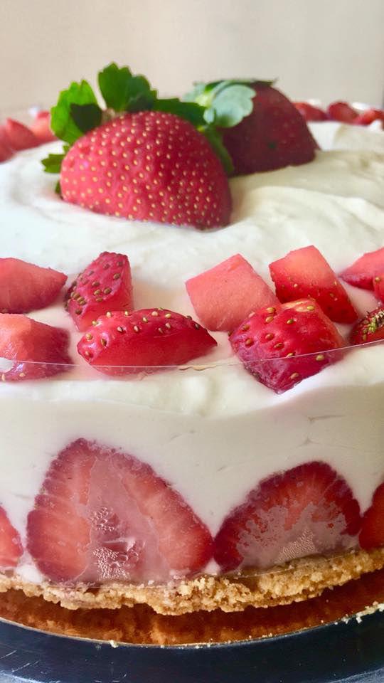 עוגת גבינה עם תותים לשבת