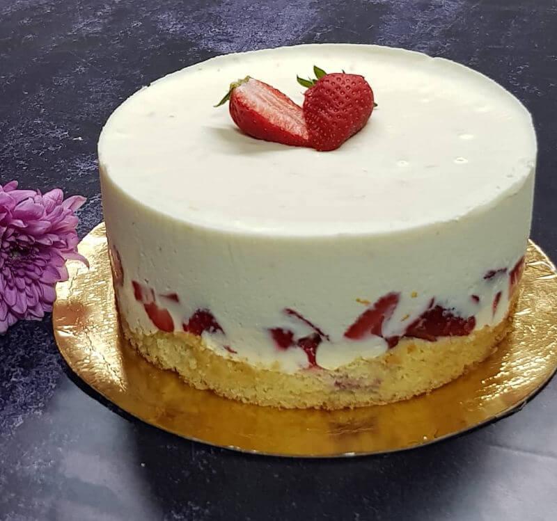 עוגת גבינה שוקולד לבן ותותים לשבועות
