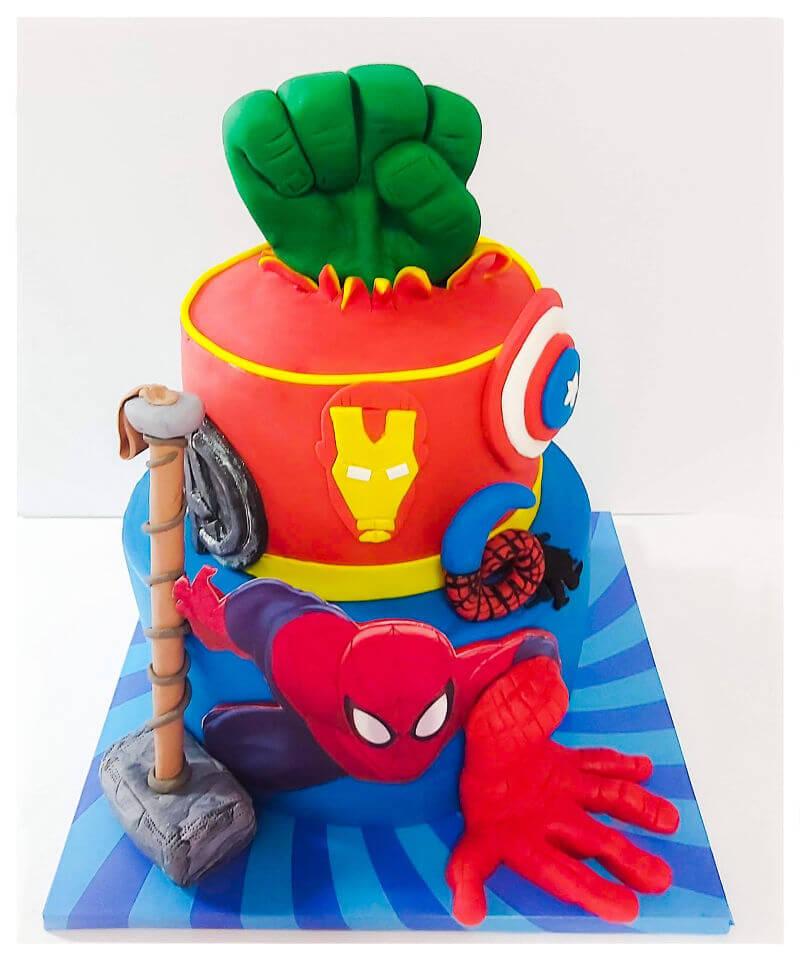 עוגת גיבורי על הנוקמים מבצק סוכר