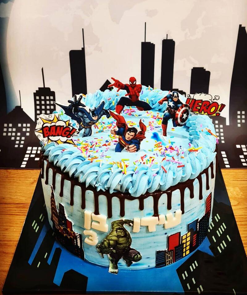 עוגת גיבורי על מעוצבת
