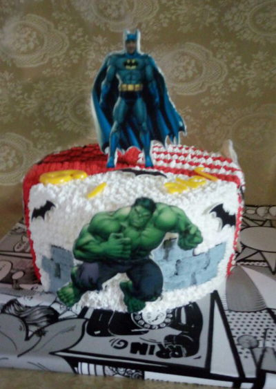 עוגת יום הולדת גיבורי על