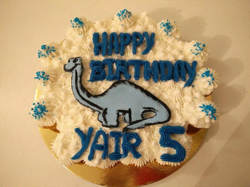 עוגת יום הולדת דינוזאור