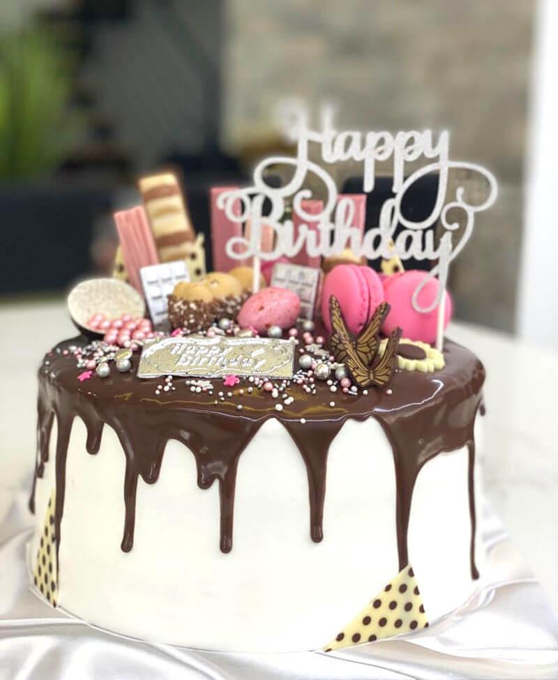 עוגת דריפ קייק לבנות עם ממתקים