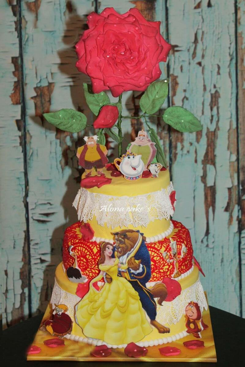 עוגת יום הולדת בנות של היפה והחיה