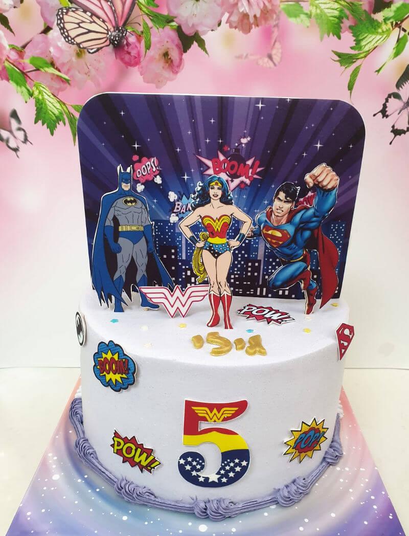 עוגת וונדרוומן סופרמן ובאטמן