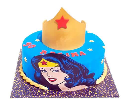עוגת וונדר וומן לאשה מדהימה