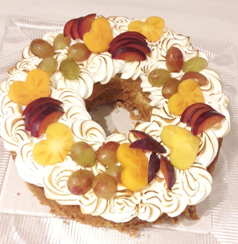 עוגת וניל מרנג ופירות טריים
