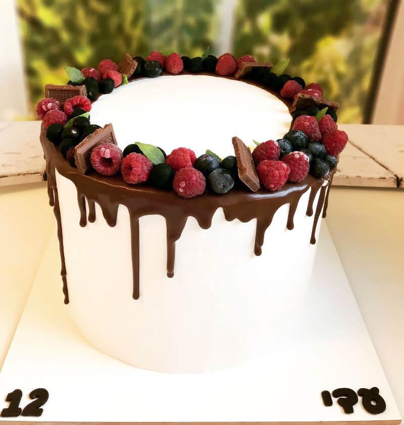 עוגת וניל פירות יער ותותים