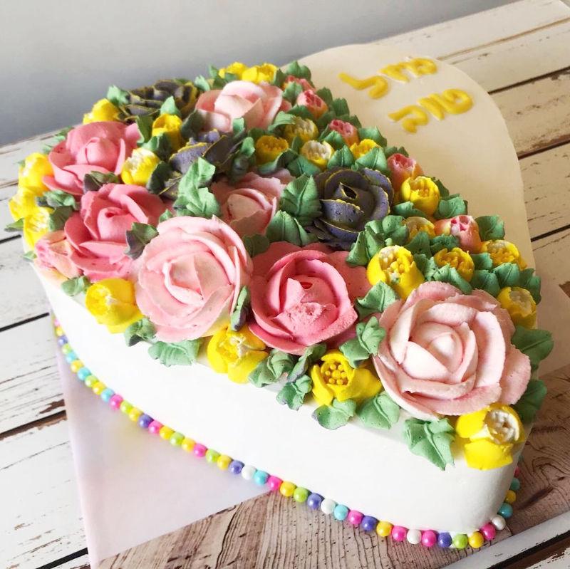 עוגת זילוף בצורת לב ליום הולדת