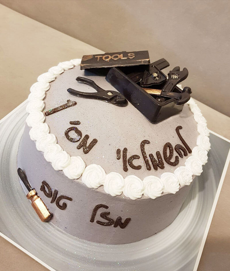 עוגת זילוף מעוצבת לגבר חשמלאי