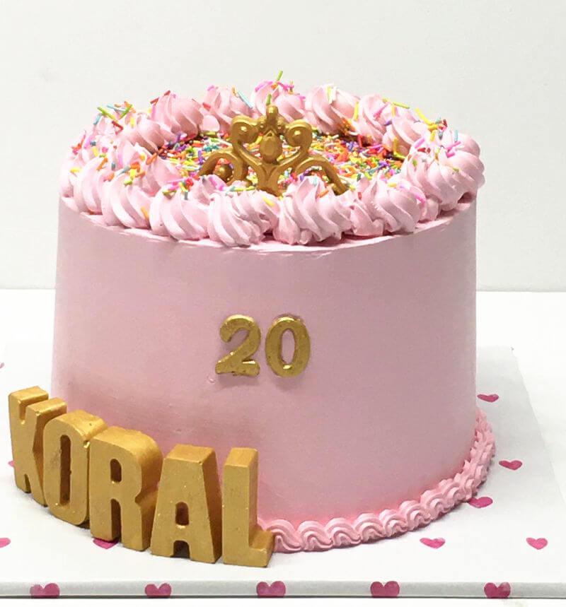 עוגת זילוף מעוצבת עם סוכריות