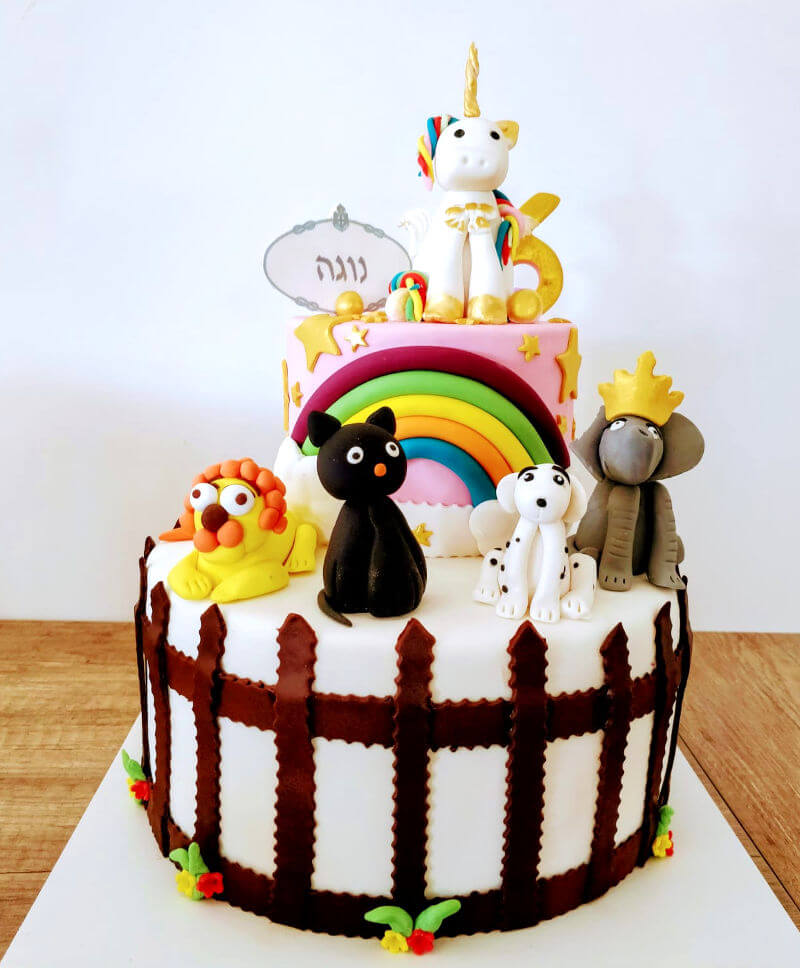 עוגת חד קרן וחיות מבצק סוכר